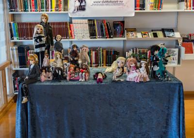 Forumet Dukkehuset har utstilling med kuleleddsdukker. (Foto: Birgit Fostervold)